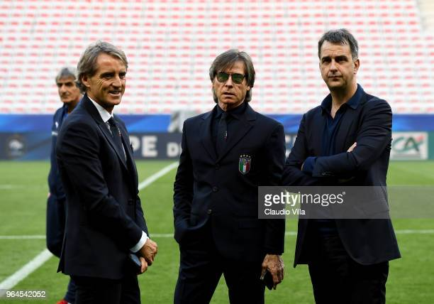 Head coach Italy Roberto Mancini team manager Gabriele Oriali and general director Michele Uva chat during Italy walk around at Allianz Riviera on...