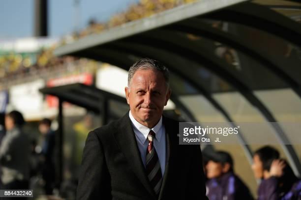 Head coach Jan Anders Jonsson of Sanfrecce Hiroshima looks on prior to the JLeague J1 match between Kashiwa Reysol and Sanfrecce Hiroshima at Hitachi...