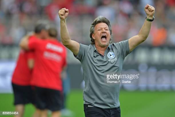 Head coach Jeff Saibene of Bielefeld celebrates after the Second Bundesliga match between 1 FC Union Berlin and DSC Arminia Bielefeld at Stadion An...