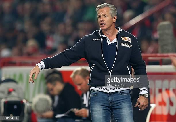 Head coach Jens Keller of Berlin gestures during the Second Bundesliga match between 1 FC Union Berlin and FC St Pauli at Stadion An der Alten...