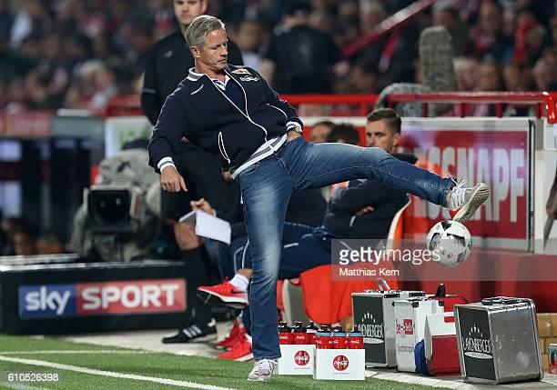 Head coach Jens Keller of Berlin plays the ball during the Second Bundesliga match between 1 FC Union Berlin and FC St Pauli at Stadion An der Alten...