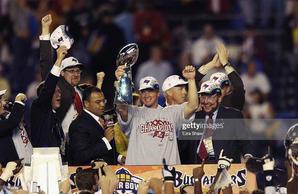 Gruden and the Lombardi Trophy : News Photo
