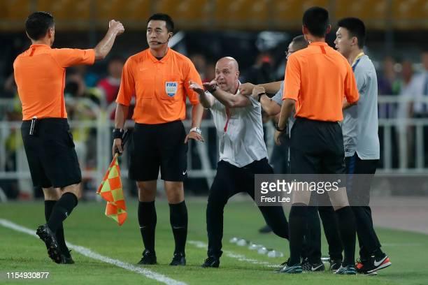 Head coach Jordi Cruijff of Chongqing SWM Motors reacts during 2019 China Super League between Beijing Guoan and Chongqing SWM Motors at Beijing...