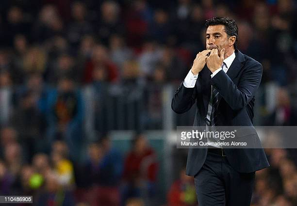 Head Coach Jose Miguel Gonzalez 'Michel' of Getafe reacts to his players during the La Liga match between Barcelona and Getafe at Camp Nou on March...