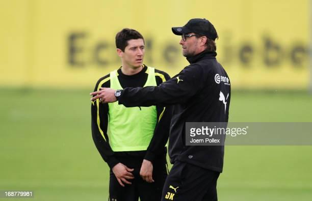 Head coach Juergen Klopp of Borussia Dortmund talks to Robert Lewandowski during a training session during the UEFA Champions League Finalist Media...