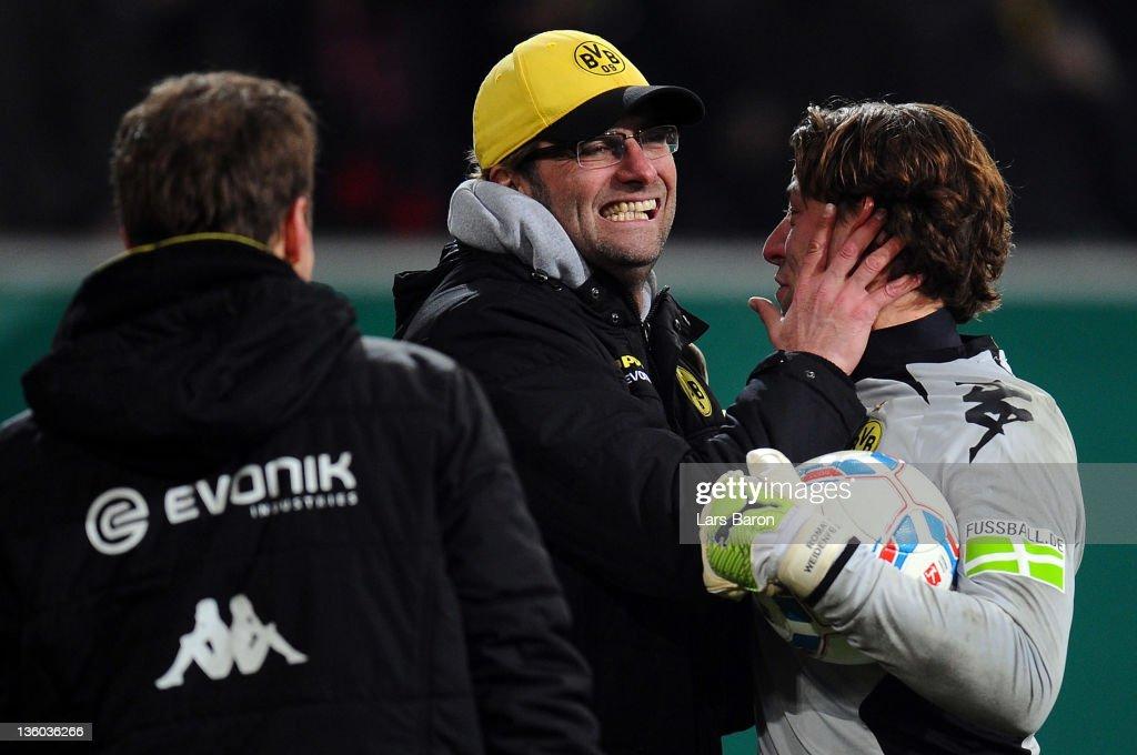 Fortuna Duesseldorf v Borussia Dortmund - DFB Cup : Nachrichtenfoto