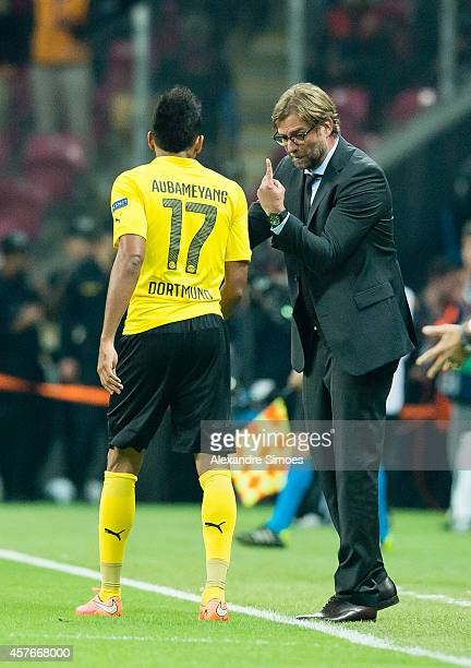Head coach Juergen Klopp of Dortmund encourages his player PierreEmerick Aubameyang during the UEFA Champions League group D match between...