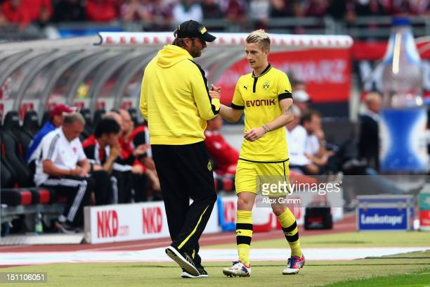 Head coach Juergen Klopp of Dortmund shakes hands with Marco Reus during the Bundesliga match between 1 FC Nuernberg and Borussia Dortmund at Easy...
