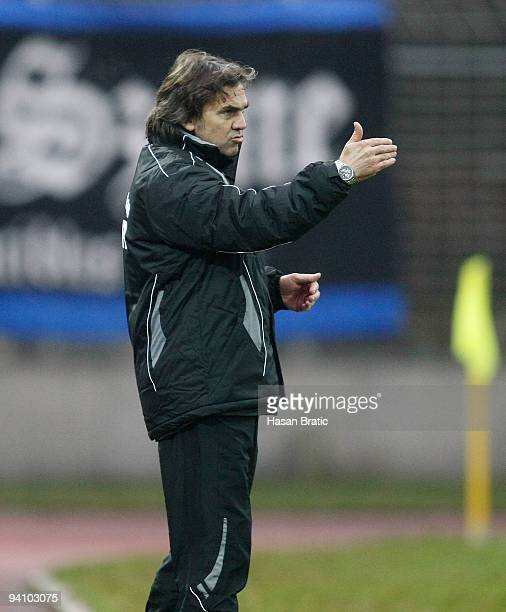 Head coach Juergen Klotz of Worms gestures during the Regionalliga match between 1 FC Saarbruecken and Wormatia Worms at the Ludwigspark stadium on...