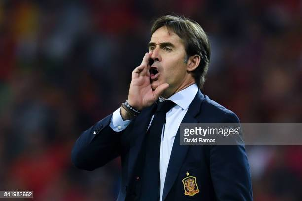 Head Coach Julen Lopetegui of Spain directs his players his players during the FIFA 2018 World Cup Qualifier between Spain and Italy at Estadio...
