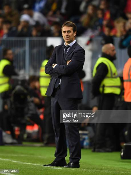 Head coach Julen Lopetegui of Spain looks on during the international friendly match between Spain and Costa Rica at La Rosaleda Stadium on November...