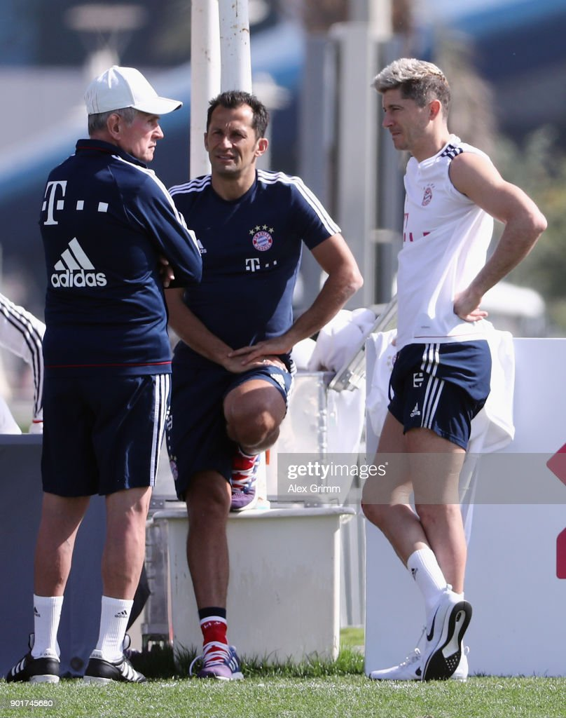 Head coach Jupp Heynckes chats with sport director Hasan Salihamidzic and Robert Lewandowski after a training session on day 5 of the FC Bayern Muenchen training camp at ASPIRE Academy for Sports Excellence on January 6, 2018 in Doha, Qatar.