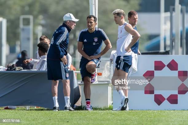 Head coach Jupp Heynckes of Muenchen speaks with Sporting director Hasan Salihamidzic of Muenchen and Robert Lewandowski of Muenchen during the FC...