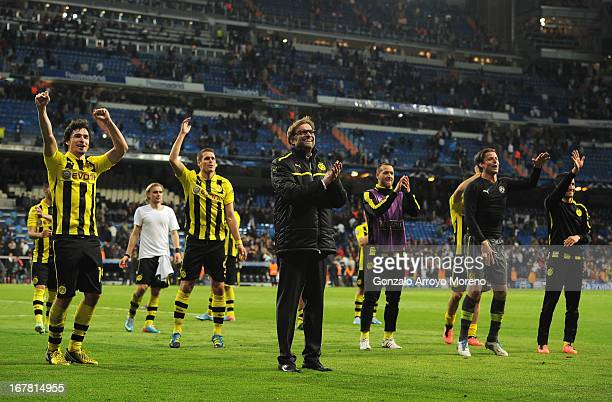 Head Coach Jurgen Klopp of Borussia Dortmund celebrates with players as his team reach the final after the UEFA Champions League Semi Final Second...