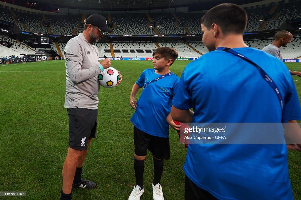Liverpool v Chelsea: UEFA Super Cup Previews : Fotografía de noticias