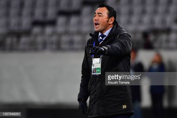 Head coach Kenta Hasegawa of FC Tokyo looks on during the AFC Champions League Group F match between FC Tokyo and Perth Glory at Ajinomoto Stadium on...