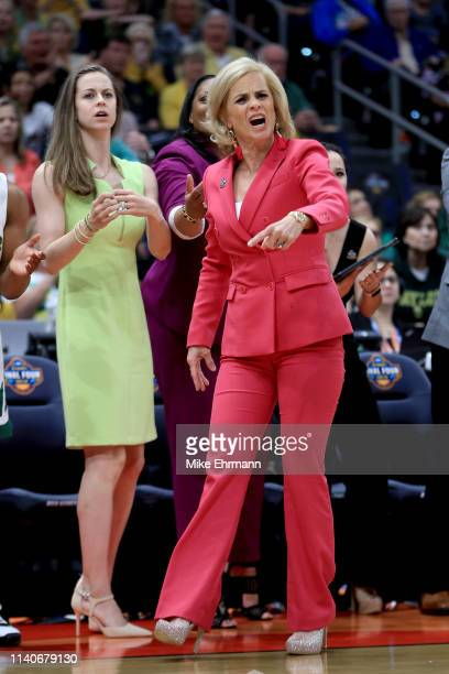 Head coach Kim Mulkey of the Baylor Lady Bears instructs her team against the Oregon Ducks during the first quarter in the semifinals of the 2019...