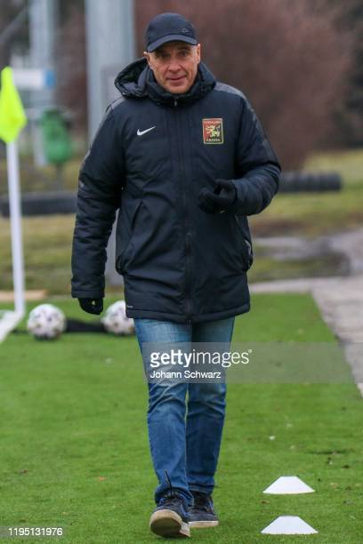Head coach Klaus Schmidt of Admira during the Friendly Match between FC Flyeralarm Admira and v Grazer AK at Training ground BSFZ Arena on January 21...