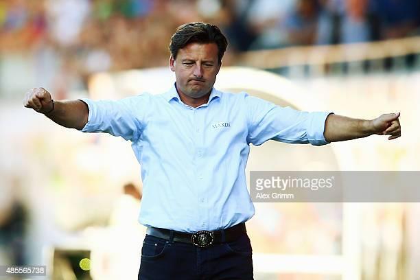 Head coach Kosta Runjaic of Kaiserslautern reacts during the Second Bundesliga match between 1. FC Heidenheim and 1. FC Kaiserslautern at Voith-Arena...