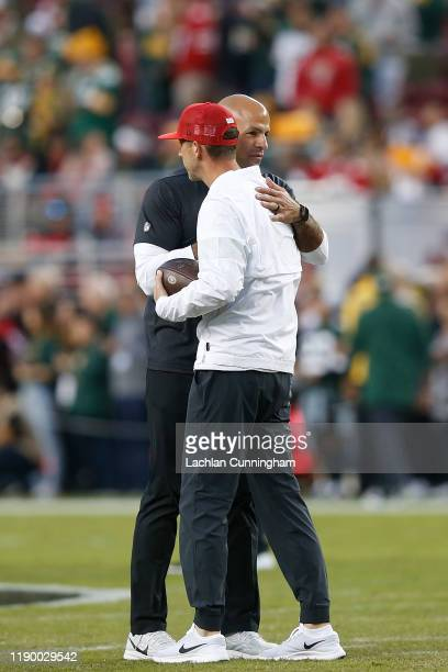 Head coach Kyle Shanahan of the San Francisco 49ers chats to defensive coordinator Robert Saleh during the warm up before the game against the Green...
