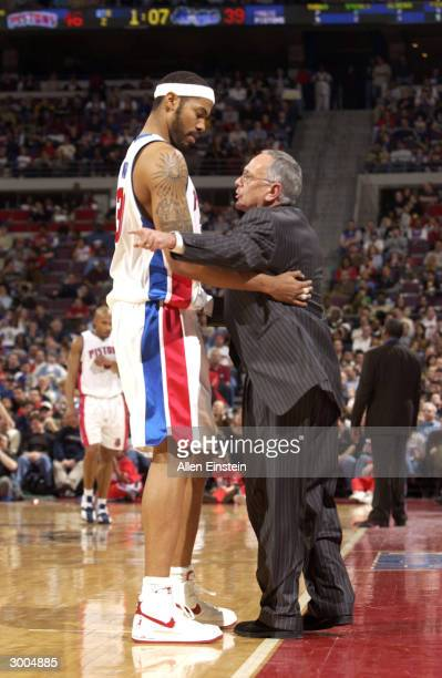 Head Coach Larry Brown and Rasheed Wallace of the Detroit Pistons talk while taking on the Orlando Magic February 22 2004 at the Palace of Auburn...