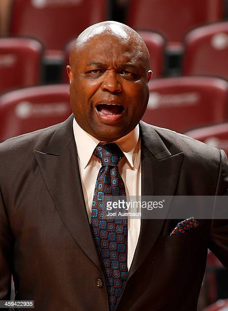 Head Coach Leonard Hamilton of the Florida State Seminoles reacts to first half action against the Massachusetts Minutemen during the MetroPCS Orange...