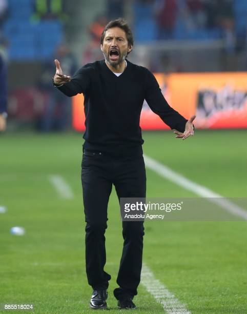 Head coach Leonardo Araujo of Antalyaspor gives tactics to his team during a Turkish Super Lig match between Trabzonspor and Antalyaspor at Medical...