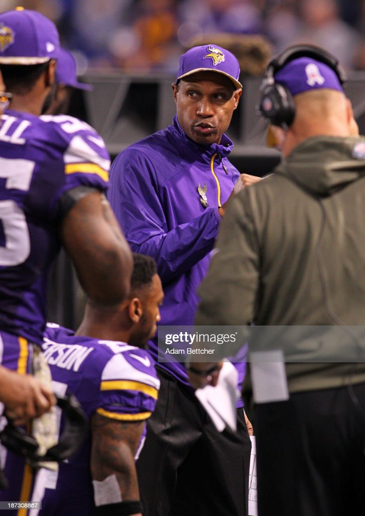 Head coach Leslie Frazier of the Minnesota Vikings on the sidelines against the Washington Redskins on November 7, 2013 at Mall of America Field at the Hubert Humphrey Metrodome in Minneapolis, Minnesota.