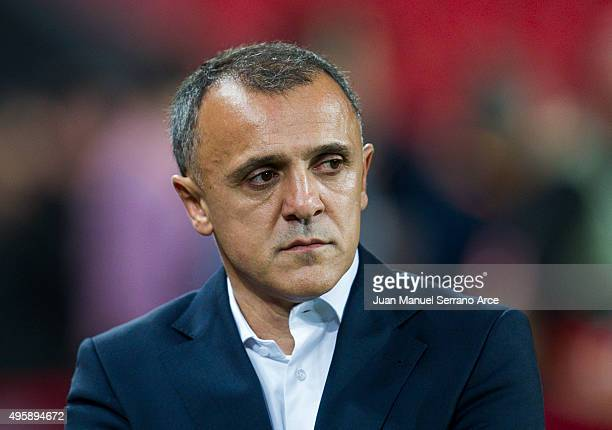 Head coach Ljubinko Drulovic of FK Partizan looks on prior to the start the UEFA Europa League match between Athletic Club and FK Partizan at San...