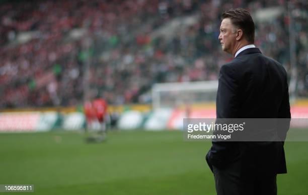 Head coach Louis van Gaal of Bayern looks on during the Bundesliga match between Borussia M'gladbach and FC Bayern Muenchen at Borussia Park Stadium...