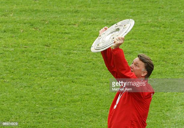 Head coach Louis van Gaal of Muenchen lifts the german championship trophy after the Bundesliga match between Hertha BSC Berlin and FC Bayern...