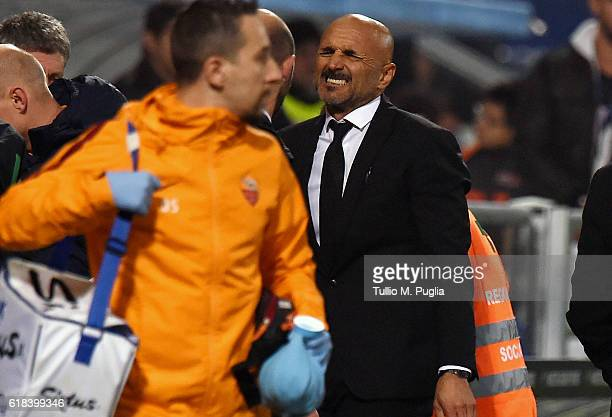 head coach Luciano Spalletti of Roma reacts after Alessandro Florenzi leaft the pitch after an injury during the Serie A match between US Sassuolo...