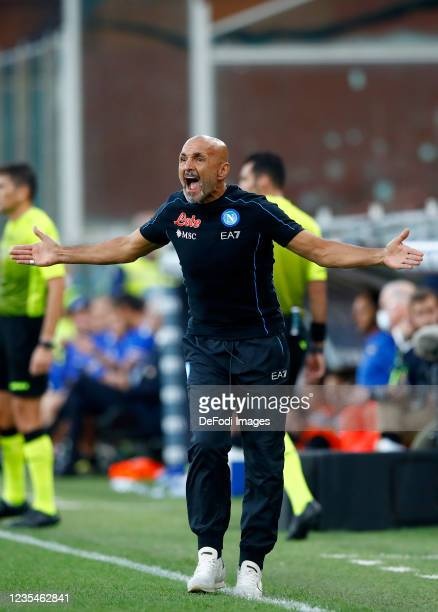 Head coach Luciano Spalletti of SSC Napoli gestures during the Serie A match between UC Sampdoria and SSC Napoli at Stadio Luigi Ferraris on...