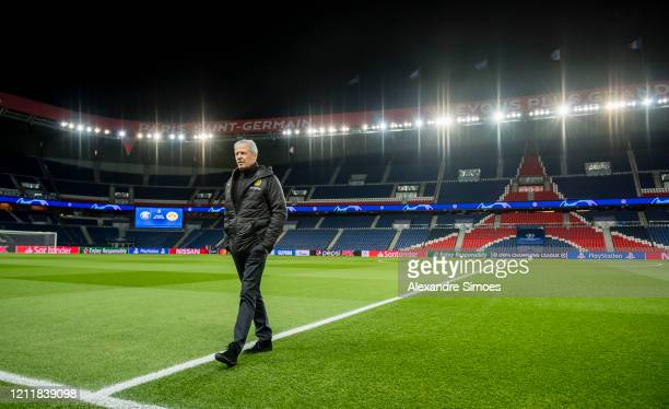 Head coach Lucien Favre of Borussia Dortmund walk out the pitch ahead of the UEFA Champions League round of 16 second leg match between Paris...