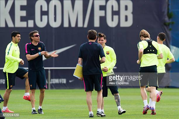 Head coach Luis Enrique Martinez of FC Barcelona and assistant coach Juan Carlos Unzue give instructions to Lionel Messi during a training session...