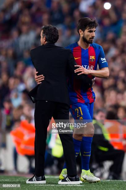 Head coach Luis Enrique Martinez of FC Barcelona embraces Andre Gomes after being substituted during the La Liga match between FC Barcelona and Real...