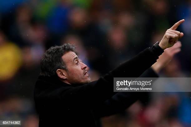 Head coach Luis Enrique Martinez of FC Barcelona gives instructions during the La Liga match between Deportivo Alaves and FC Barcelona at Estadio de...