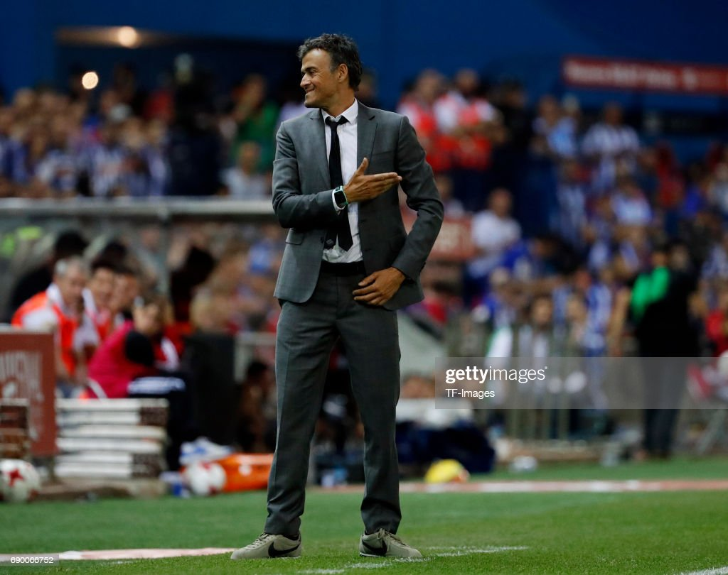 Head coach Luis Enrique of Barcelona gestures during the Copa Del Rey Final between FC Barcelona and Deportivo Alaves at Vicente Calderon Stadium on May 27, 2017 in Madrid, Spain.