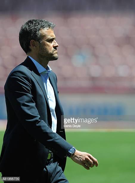 Head coach Luis Enrique of FC Barcelona comes off the pitch ahead of the La Liga match between Granada CF and FC Barcelona at Estadio Nuevo Los...