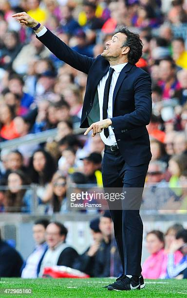 Head coach Luis Enrique of FC Barcelona directs his players during the La Liga match between FC Barcelona and Valencia CF at Camp Nou on April 18...