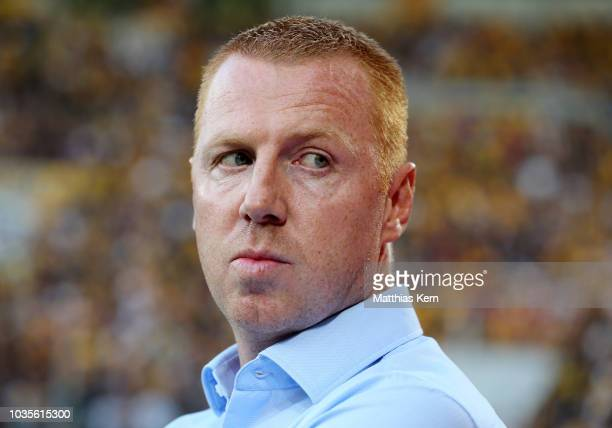 Head coach Maik Walpurgis of Dresden looks on during the Second Bundesliga match between SG Dynamo Dresden and Hamburger SV at DDVStadion on...