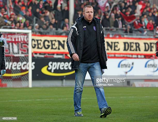 Head coach Maik Walpurgis of Osnabrueck looks on prior to the third league match between FC Energie Cottbus and VFL Osnabrueck at Stadion der...