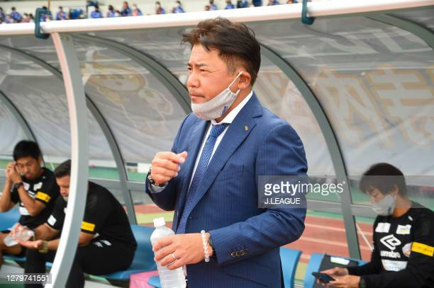 Head coach Makoto Teguramori of V-Varen Nagasaki looks on prior to the J.League Meiji Yasuda J2 match between V-Varen Nagasaki and Renofa Yamaguchi...