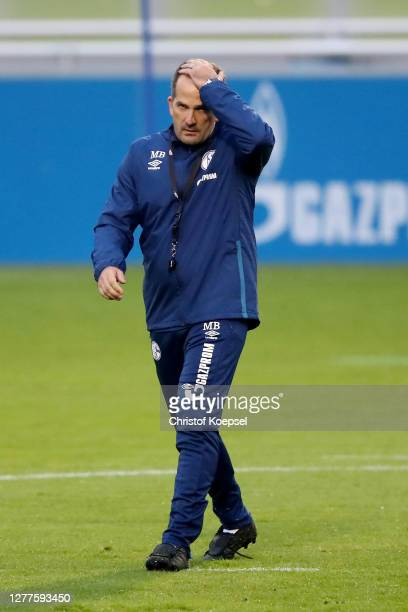 Head coach Manuel Baum attends the training session of FC Schalke 04 at Parkstadion on September 30, 2020 in Gelsenkirchen, Germany.