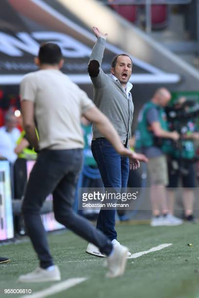 Head coach Manuel Baum of Augsburg gestures towards head coach Domenico Tedesco of Schalke during the Bundesliga match between FC Augsburg and FC...
