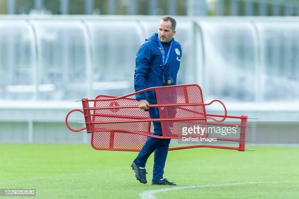 Head coach Manuel Baum of FC Schalke 04 looks on during the FC Schalke 04 training Session on October 12, 2020 in Gelsenkirchen, Germany.