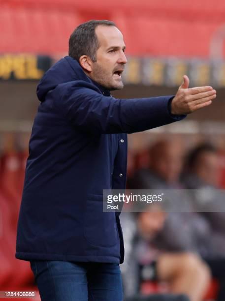 Head coach Manuel Baum of Schalke reacts during the Bundesliga match between 1. FSV Mainz 05 and FC Schalke 04 at Opel Arena on November 07, 2020 in...