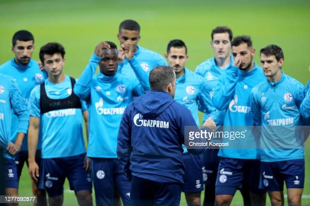 Head coach Manuel Baum speaks to the team during the training session of FC Schalke 04 at Parkstadion on September 30, 2020 in Gelsenkirchen, Germany.