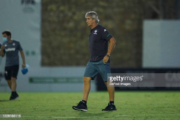 head coach Manuel Pellegrini of Real Betis Balompie looks on during the pre season friendly match between Real Betis and Cadiz CF on August 22 2020...