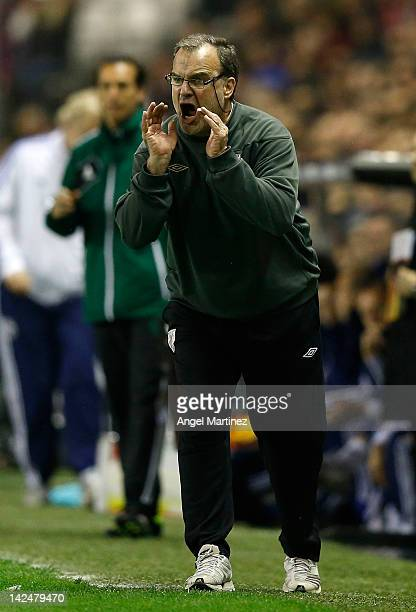 Head coach Marcelo Bielsa of Athletic Bilbao gives instructions during the UEFA Europa League quarterfinal second leg match between Athletic Bilbao...